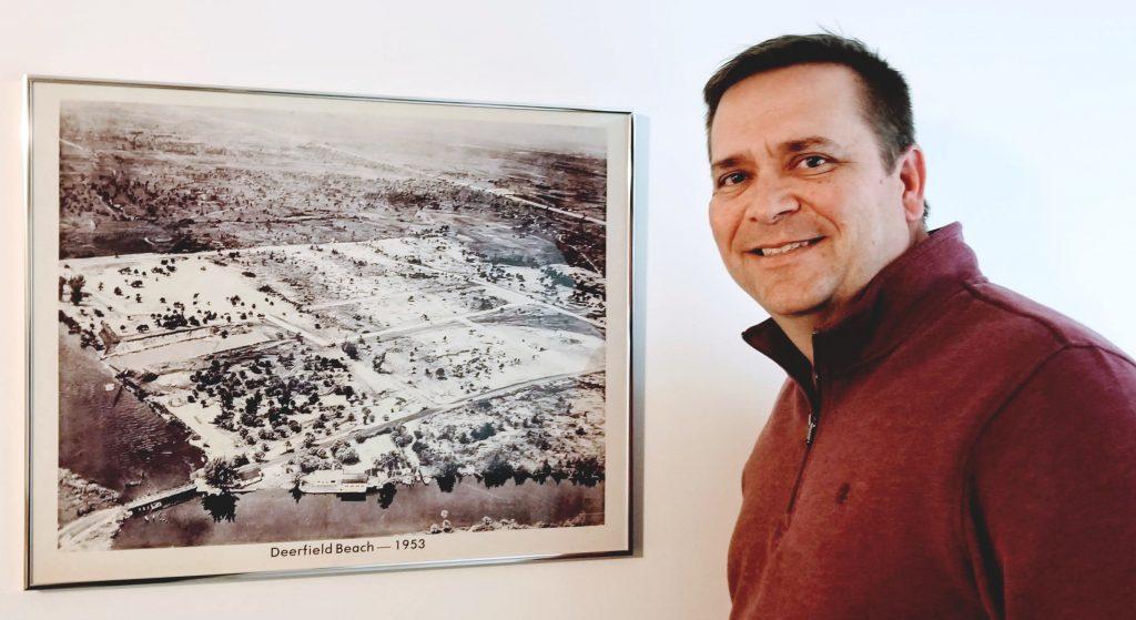 Mayor Bill Ganz at a 1953 photo of Deerfield Beach     (Photo: Karen Lustgarten)