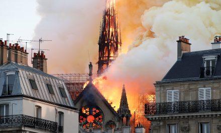 Golpes e sua doações para Notre Dame