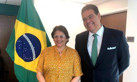 Damares Alves declara estar encantada com a comunidade brasileira que vive nos EUA