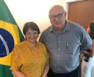 Ministra Damares Alves e o jornalista Antonio Tozzi em coletiva de imprensa realizada em Miami (Foto: André Freitas/AcheiUSA)