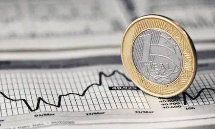 Professor da FGV diz que investidores terão que assumir riscos após os recentes cortes da Selic