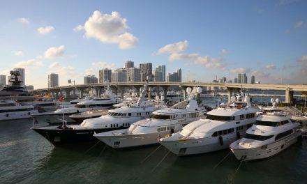 Miami Yacht Show transforma Downtown de Miami em coleção de iates de luxo à beira mar