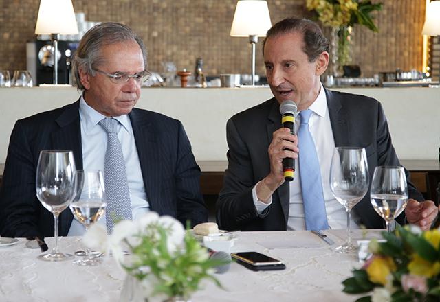 """""""Vamos reindustrializar o Brasil"""", afirma Guedes em almoço com empresários na Fiesp"""