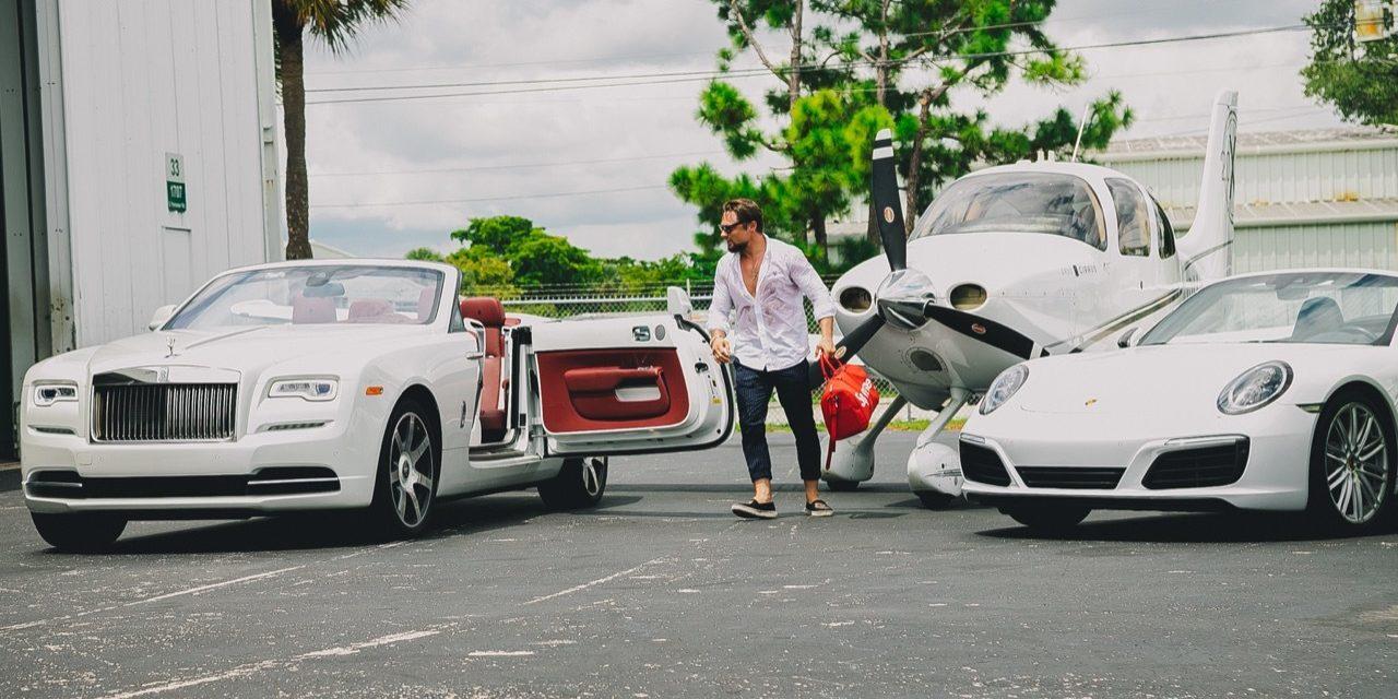 """Crise nos EUA faz empresário alugar itens de luxo por valores """"acessíveis"""", com pacotes entre 500 a 1.500 dólares"""