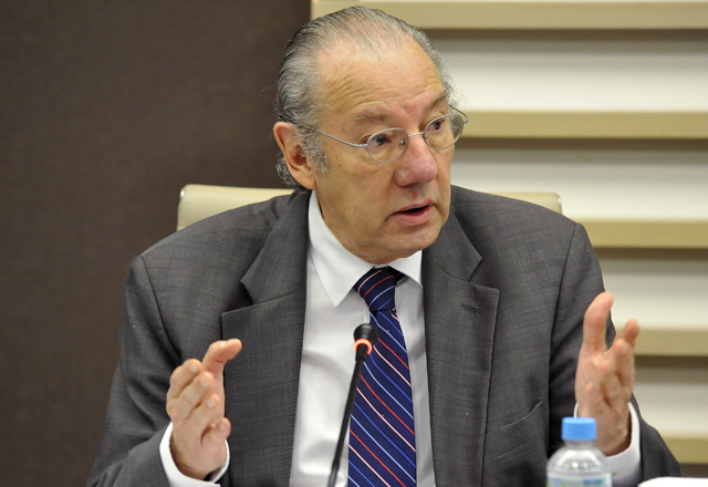 """""""Falta de cumprimento das regras internacionais de comércio e meio ambiente pode afetar negociações entre o Brasil e demais países"""", alerta Rubens Barbosa"""