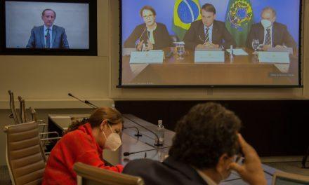 """Em reunião com Bolsonaro, empresários defendem """"vacinas e reformas"""" para garantir crescimento econômico"""