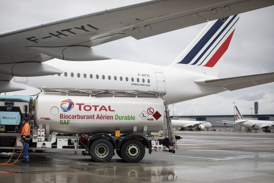 Air France-KLM realiza 1° voo longo com combustível de aviação sustentável produzido na França