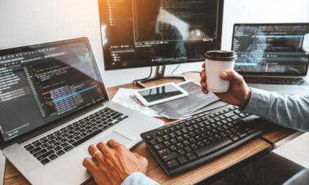 Startup reúne empresas de tecnologia para contratar 1.000 desenvolvedores de softwares